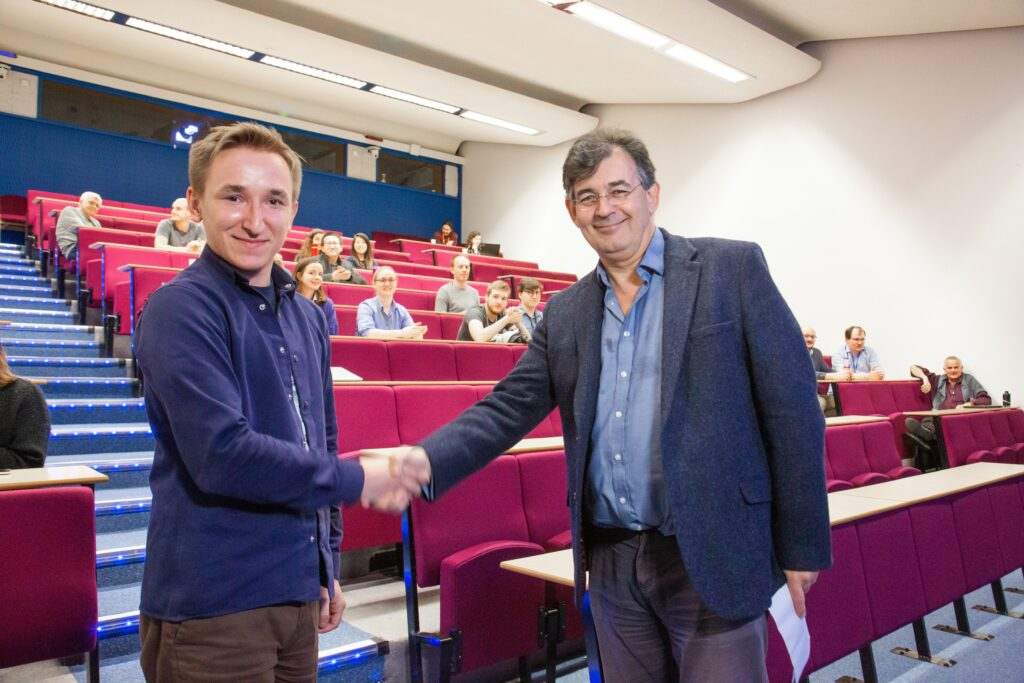 Institute Director Peter Ratoff congratulates Volodymyr Rodin for his prize-winning talk.
